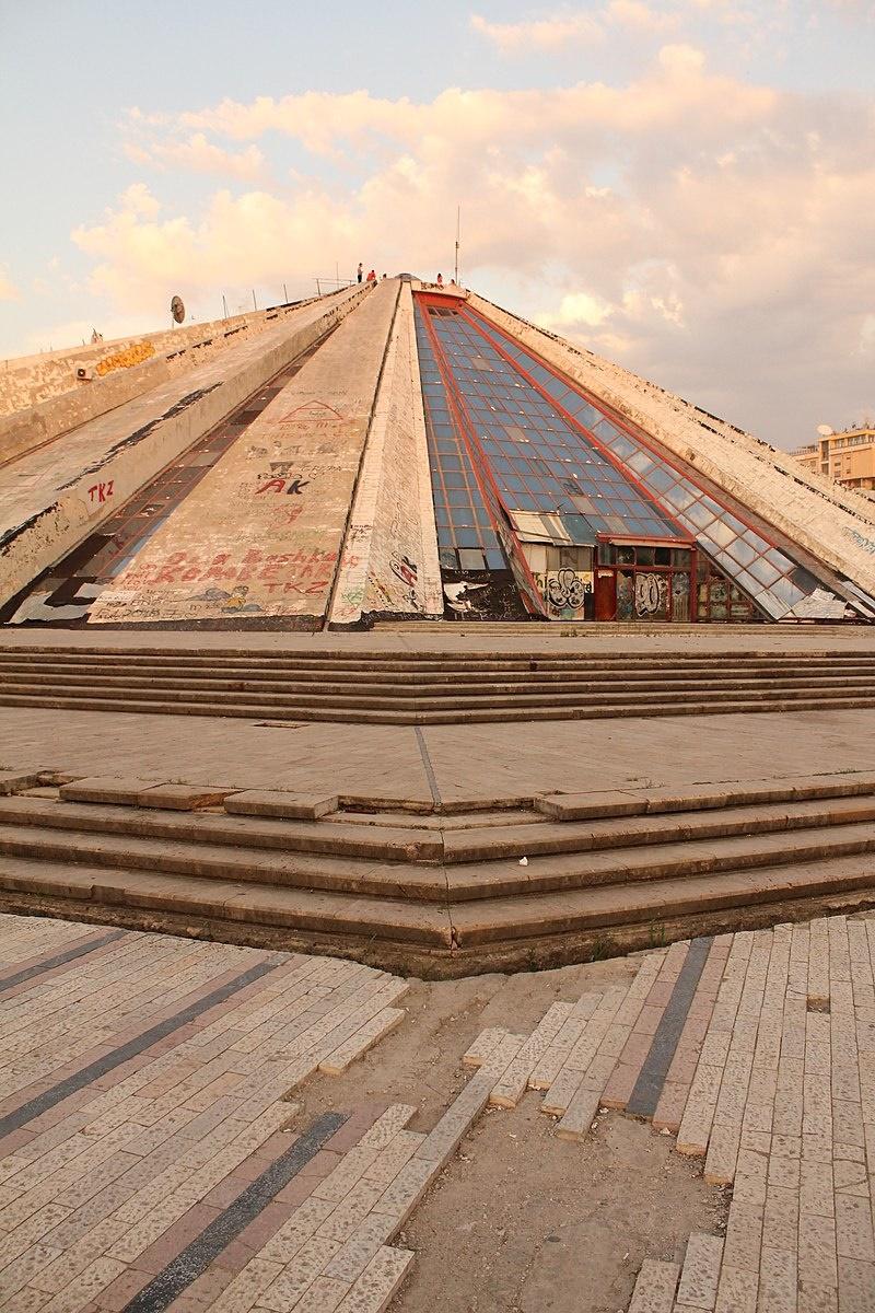 piramida tirana2