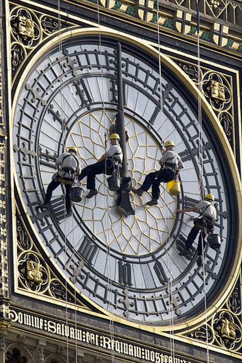 schoonmaken van de klok