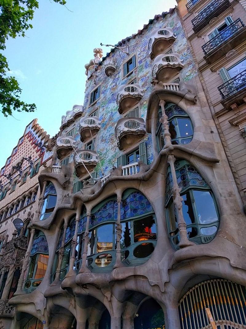 Stijl Van Gaudi.Top 10 Beroemde Gebouwen Van Antoni Gaudi In En Buiten