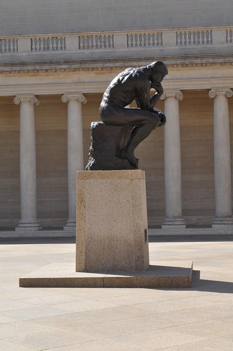 de denker standbeeld