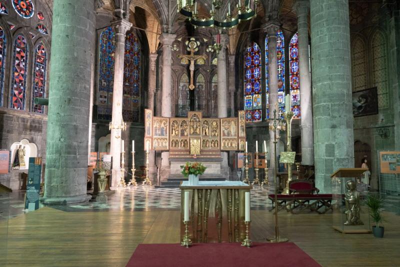 dinant kerk binnenkant