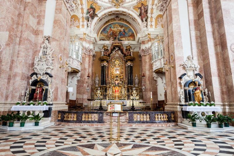 innsbruck kathedraal van binnen